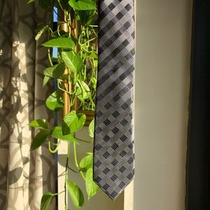 Silver/Gray Checked Sill Tie